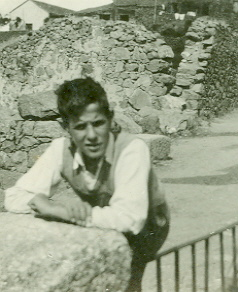 El novio de Loli de Prada en las rocas Denia